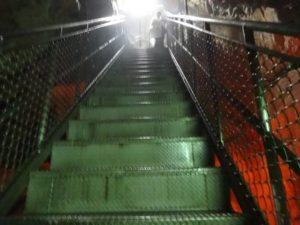 井倉洞階段